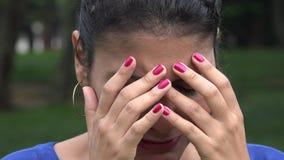 Λυπημένη γυναίκα, καταθλιπτική νεολαία, συναισθήματα φιλμ μικρού μήκους