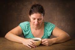 Λυπημένη γυναίκα στοχαστική Στοκ Φωτογραφίες