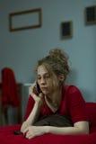 Λυπημένη κλήση γυναικών Στοκ Φωτογραφία