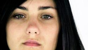 Λυπημένη μόνη νέα γυναίκα που φαίνεται συναίσθημα που χάνεται απόθεμα βίντεο