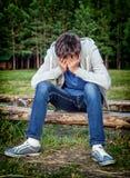 Λυπημένος έφηβος υπαίθριος στοκ εικόνες με δικαίωμα ελεύθερης χρήσης