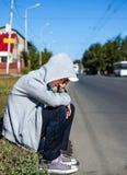 Λυπημένος έφηβος υπαίθριος Στοκ φωτογραφία με δικαίωμα ελεύθερης χρήσης