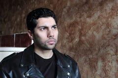 Λυπημένος αραβικός νέος επιχειρηματίας στο σακάκι Στοκ Εικόνες