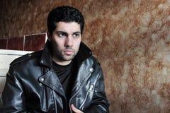 Λυπημένος αραβικός νέος επιχειρηματίας στο σακάκι Στοκ Φωτογραφίες