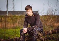 Λυπημένος και συνοφρύωμα νεαρός άνδρας Στοκ Εικόνες