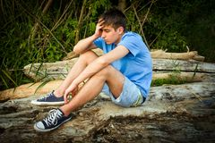 Λυπημένος νεαρός άνδρας στοκ φωτογραφία με δικαίωμα ελεύθερης χρήσης