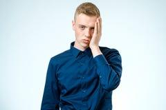 Λυπημένος νεαρός άνδρας που απομονώνεται Στοκ Εικόνες