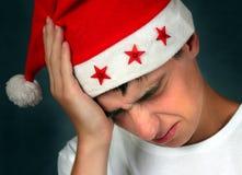 Λυπημένος νεαρός άνδρας στο καπέλο Santa Στοκ φωτογραφίες με δικαίωμα ελεύθερης χρήσης