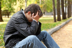 Λυπημένος νεαρός άνδρας Στοκ εικόνα με δικαίωμα ελεύθερης χρήσης
