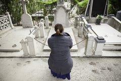 Λυπημένος τάφος κοριτσιών Στοκ Φωτογραφία