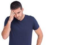Λυπημένο άτομο που κρατά το μέτωπό του στοκ εικόνες