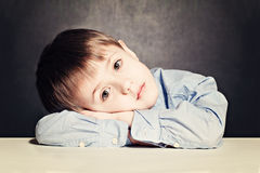 Λυπημένο αγόρι παιδιών Στοκ εικόνες με δικαίωμα ελεύθερης χρήσης