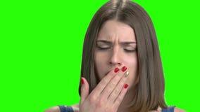 Λυπημένο γυναικών, κλείνει επάνω το πορτρέτο απόθεμα βίντεο