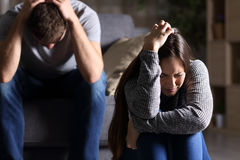 Λυπημένο ζεύγος μετά από το επιχείρημα ή την αποσύνθεση Στοκ Εικόνες