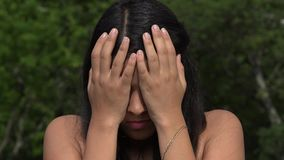Λυπημένο και καταθλιπτικό κορίτσι εφήβων απόθεμα βίντεο