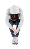 Λυπημένο κορίτσι εφήβων με την γκρίζα μπλούζα με κουκούλα Στοκ εικόνα με δικαίωμα ελεύθερης χρήσης