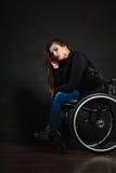 Λυπημένο κορίτσι στην αναπηρική καρέκλα Στοκ Φωτογραφία