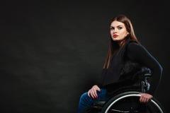 Λυπημένο κορίτσι στην αναπηρική καρέκλα Στοκ φωτογραφίες με δικαίωμα ελεύθερης χρήσης