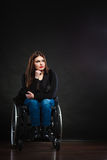 Λυπημένο κορίτσι στην αναπηρική καρέκλα Στοκ Εικόνες