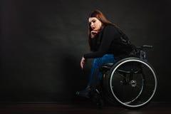 Λυπημένο κορίτσι στην αναπηρική καρέκλα Στοκ Φωτογραφίες