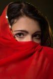 Λυπημένο κορίτσι στο κόκκινο hijab Στοκ φωτογραφία με δικαίωμα ελεύθερης χρήσης