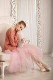 Λυπημένο μαξιλάρι αγκαλιάσματος Ballerina Στοκ Φωτογραφία