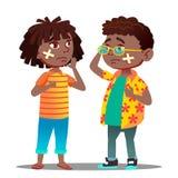 Λυπημένο μαύρο κορίτσι παιδιών Afro αμερικανικό, αγόρι με το σταυρό με τη γρατσουνιά και το διαγώνιο ιατρικό μπάλωμα στο διάνυσμα απεικόνιση αποθεμάτων
