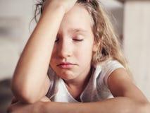Λυπημένο παιδί στο σπίτι Στοκ Εικόνες