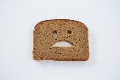 Λυπημένο πρόσωπο στη φέτα ψωμιού Στοκ φωτογραφία με δικαίωμα ελεύθερης χρήσης