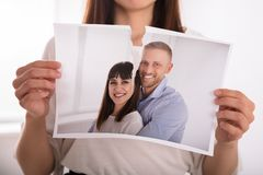 Λυσσασμένη φωτογραφία γυναικών του ευτυχούς ζεύγους στοκ φωτογραφία