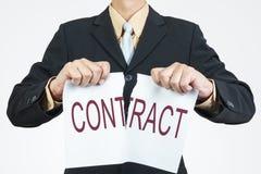 Λυσσασμένο έγγραφο φύλλων επιχειρηματιών στοκ φωτογραφία με δικαίωμα ελεύθερης χρήσης