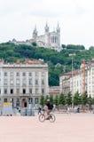 Λυών, Ροδανός-Alpes, Γαλλία - 19 Μαΐου: Άποψη σχετικά με τη βασιλική της Notre Dame de Fourviere από την πλατεία Bellecour Στοκ Φωτογραφίες