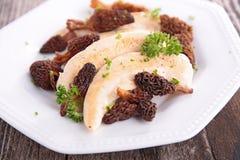 Λωρίδα και μορχέλλη κοτόπουλου Στοκ Εικόνες