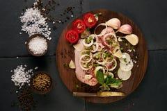 Λωρίδα κοτόπουλου, κρεμμύδι, χορτάρια Στοκ φωτογραφία με δικαίωμα ελεύθερης χρήσης