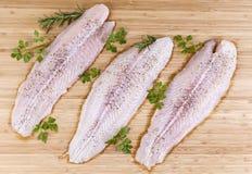 Λωρίδες ψαριών έτοιμες για το μαγείρεμα Στοκ Εικόνες