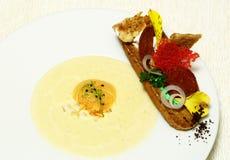Λωρίδα ψαριών με τη σούπα Στοκ φωτογραφία με δικαίωμα ελεύθερης χρήσης