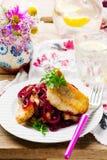 Λωρίδες ψαριών σε μια γλυκόπικρη σάλτσα Στοκ φωτογραφία με δικαίωμα ελεύθερης χρήσης