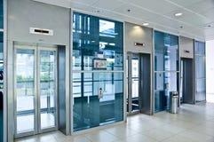 λόμπι ανελκυστήρων γυαλιού Στοκ εικόνα με δικαίωμα ελεύθερης χρήσης