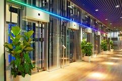 λόμπι ανελκυστήρων σύγχρ&omicro στοκ φωτογραφία