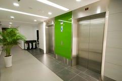 λόμπι ανελκυστήρων σύγχρ&omicro Στοκ εικόνα με δικαίωμα ελεύθερης χρήσης