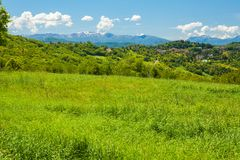 Λόφοι και ιταλικά Apennines μια ηλιόλουστη ημέρα Στοκ εικόνες με δικαίωμα ελεύθερης χρήσης