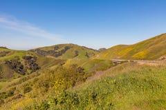 Λόφοι κατά μήκος της ακτής Καλιφόρνιας Στοκ φωτογραφία με δικαίωμα ελεύθερης χρήσης