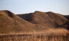 Λόφοι στη φύση την πρώιμη άνοιξη στοκ εικόνες με δικαίωμα ελεύθερης χρήσης