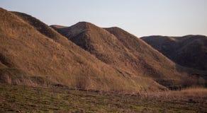 Λόφοι στη φύση την πρώιμη άνοιξη στοκ φωτογραφία με δικαίωμα ελεύθερης χρήσης
