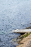 Λύματα στραγγίγματος στον ωκεανό Στοκ Φωτογραφίες