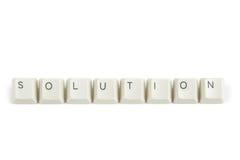 Λύση από τα διεσπαρμένα κλειδιά πληκτρολογίων στο λευκό Στοκ φωτογραφία με δικαίωμα ελεύθερης χρήσης