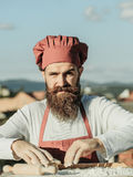 Μάγειρας ατόμων με την κυλώντας καρφίτσα Στοκ εικόνες με δικαίωμα ελεύθερης χρήσης