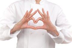 Μάγειρας που κάνει ένα σημάδι και με τα δύο χέρια που αντιπροσωπεύουν μια καρδιά Στοκ Εικόνες