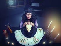 Μάγισσα εν ενεργεία witchcraft Στοκ φωτογραφία με δικαίωμα ελεύθερης χρήσης