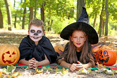 Μάγισσα και μικρό παιδί κοριτσιών Στοκ φωτογραφίες με δικαίωμα ελεύθερης χρήσης